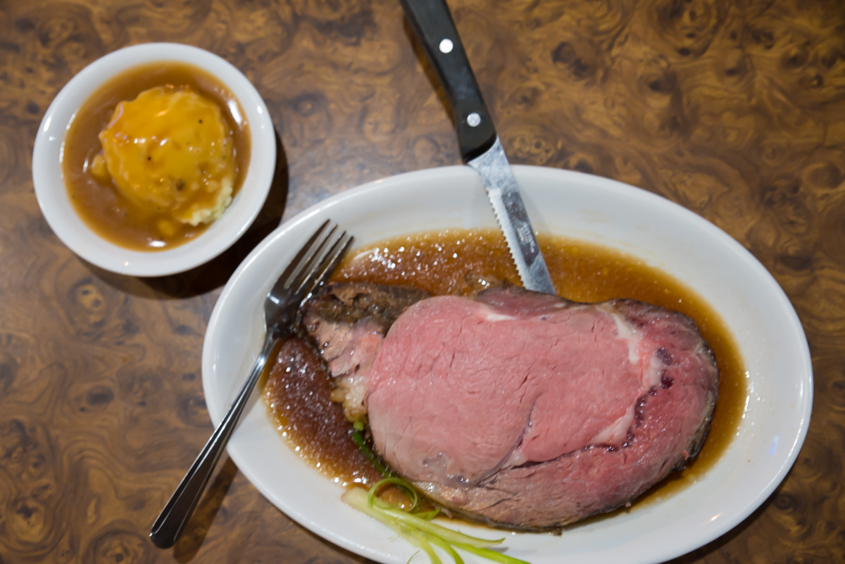 Prime rib of beef with mashed potatoes and gravy / Image: Sherry Lachelle Photography // Published: 12.11.17<br><p></p>