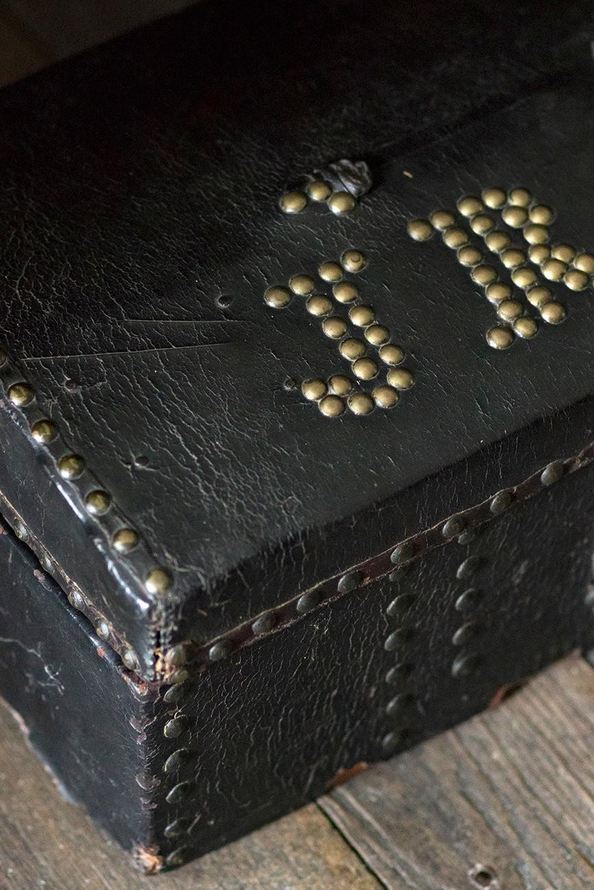 <p>U.S. Grant's father built this wooden chest with his initials on it. / Image: Allison McAdams</p>