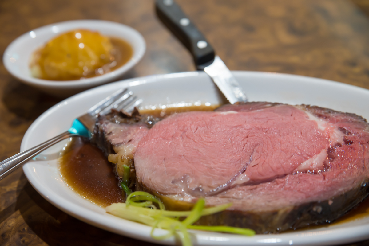 Prime rib of beef with mashed potatoes and Gravy / Image: Sherry Lachelle Photography // Published: 12.11.17